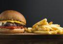 Spożywanie fast foodów większym zagrożeniem dla mężczyzn. Dlaczego?