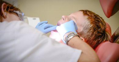 Nieświadomi rodzice niszczą zęby swoich pociech