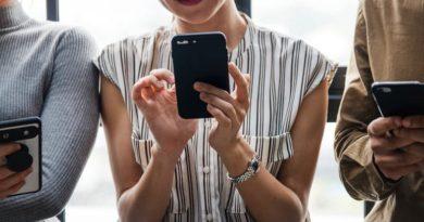 W jaki sposób uzależnienie od telefonu komórkowego może wpływać na zdrowie naszej skóry?