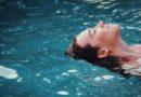Naukowcy stworzyli specjalny czepek dla niewidomych pływaków