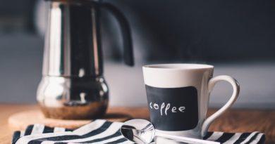 Picie więcej niż… filiżanek kawy może…