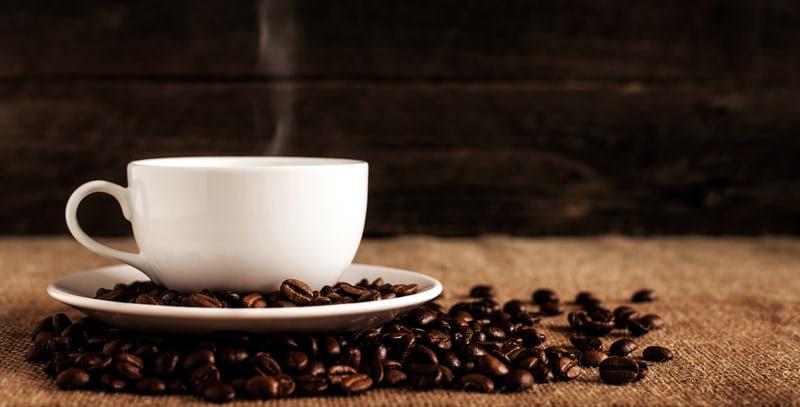 Picie ilu filiżanek kawy może być niebezpieczne dla zdrowia?