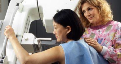 Naukowcy odkryli sposób na powstrzymanie szczególnie niebezpiecznego raka piersi