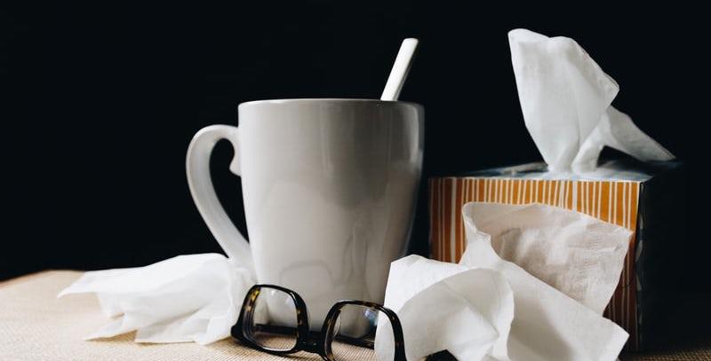 Różnica między grypą i koronawirusem