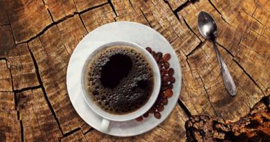 Naukowcy przestrzegają przed piciem kawy w ciąży